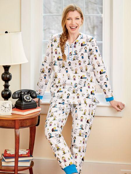 Womens Flannel Ski Pajamas in Classic Peanuts Print 214622ccb