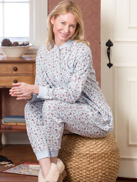 Cotton Nightgowns for women made from light and airy woven fabrics or soft and dreamy cotton knits. Shop Cotton Batiste and Cotton Lawn Sleepwear by Eileen West and La Cera and cotton knits from Carole Hochman, Calida, Aria.