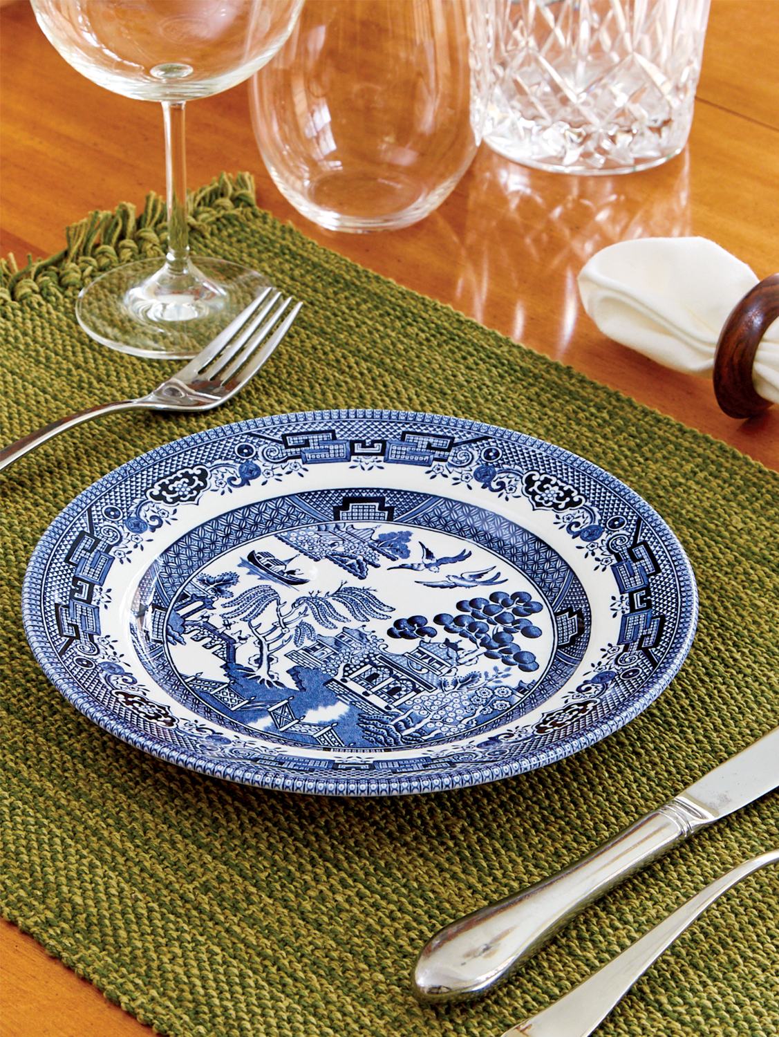 Blue And White Churchill Plate High Standard In Quality And Hygiene Pottery & China Pottery & Glass
