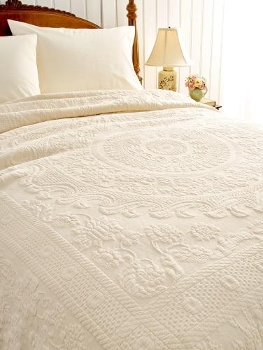 Bedspreads.Queen Victoria Bedspread