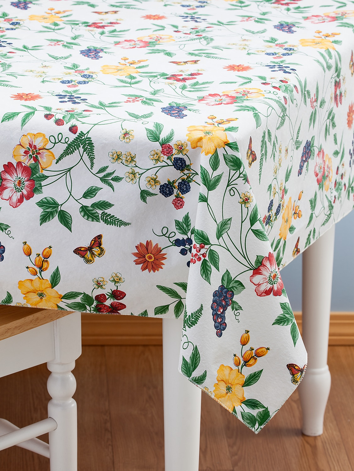 Ivory Round Vinyl Fitted Tablecloth with Flannel Backing in 2 Sizes